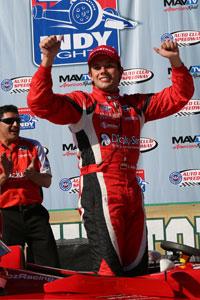Carlos Munoz wins in Fontana