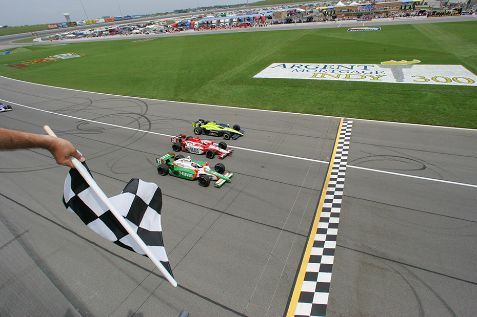 Tony Kanaan won at Kansas in 2005 by a whisker over Dan Wheldon and Vitor Meira.
