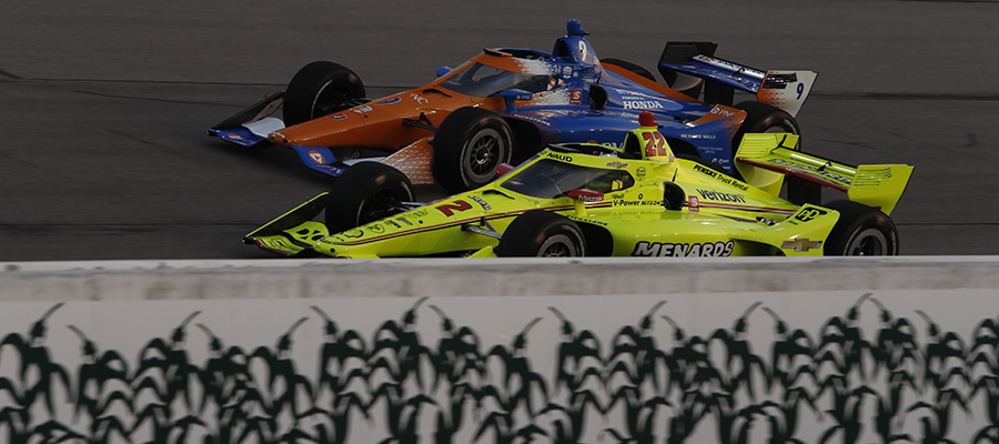 Simon Pagenaud battles Scott Dixon