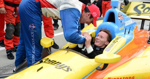 Justin Wilson congratuates Mike Conway
