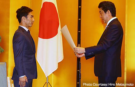 Takuma Sato and Shinzō Abe, Prime Minister of Japan
