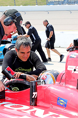 Juan Pablo Montoya chats with Oriol Servia