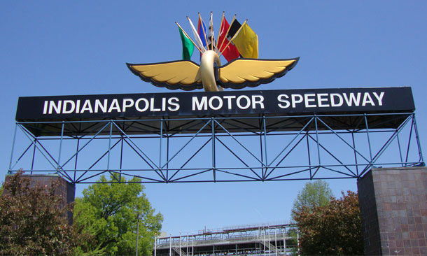 Indianapolis 500 rop is postponed because of weather forecast for Indianapolis motor speedway ticket office