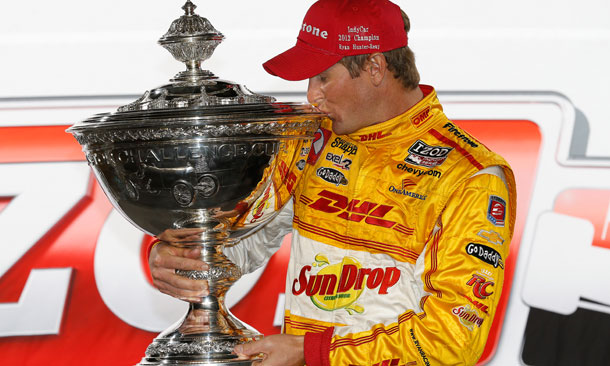Ryan Hunter-Reay kisses the Astor Cup