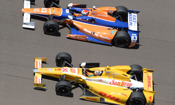Charlie Kimball (Honda) and Ryan Hunter-Reay (Chevrolet)